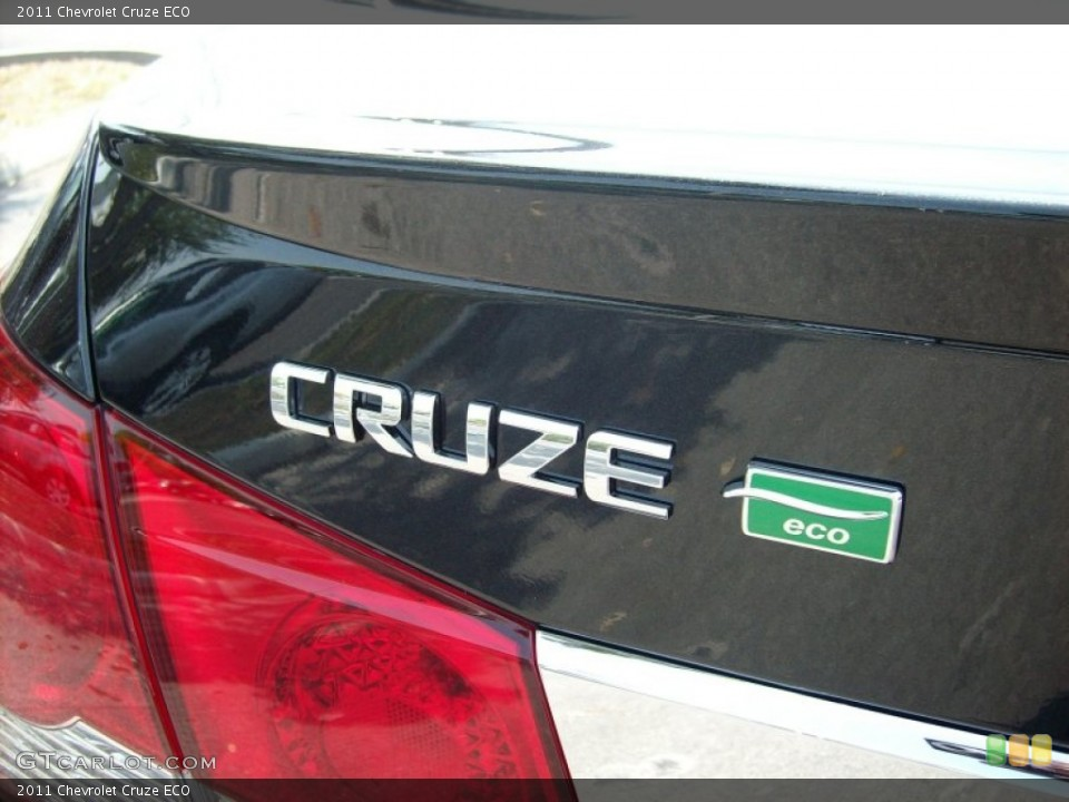 2011 Chevrolet Cruze Badges and Logos
