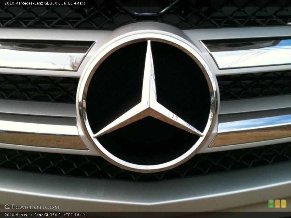 2010 Mercedes-Benz GL Badges and Logos