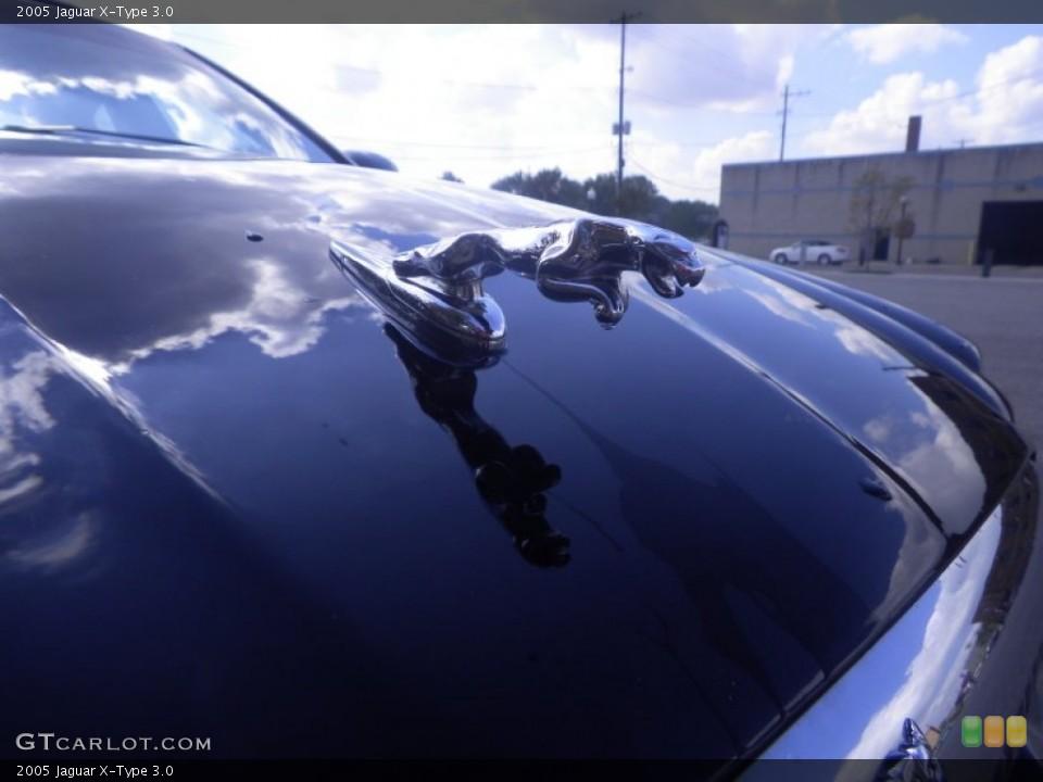 2005 Jaguar X-Type Badges and Logos