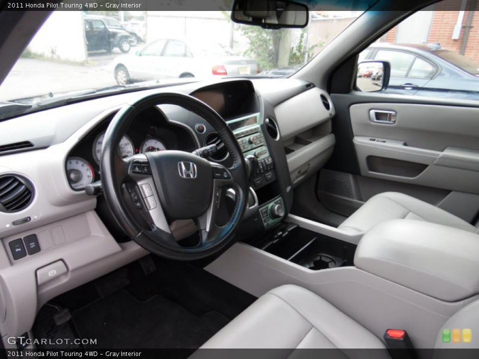 Gray Interior Photo for the 2011 Honda Pilot Touring 4WD #107722884