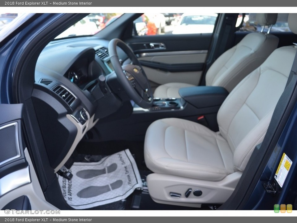Medium Stone Interior Photo for the 2018 Ford Explorer XLT #123929953