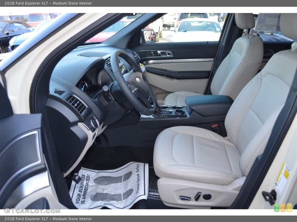 Medium Stone Interior Photo for the 2018 Ford Explorer XLT #124230418