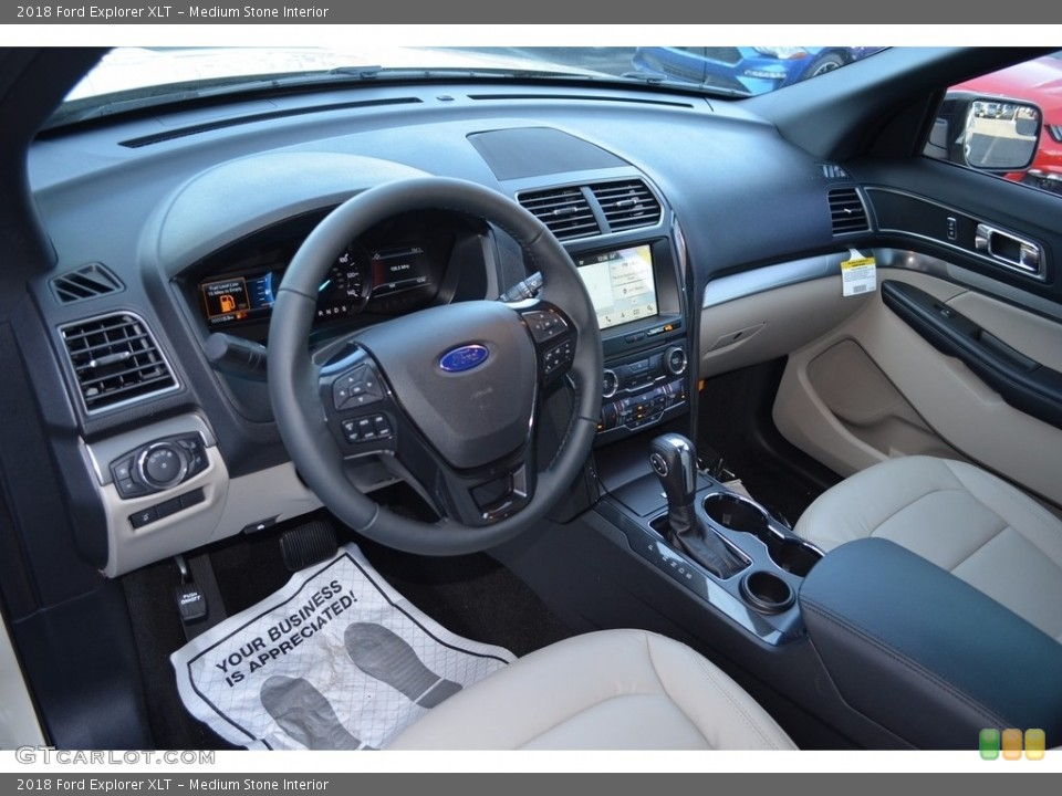 Medium Stone Interior Photo for the 2018 Ford Explorer XLT #124230463