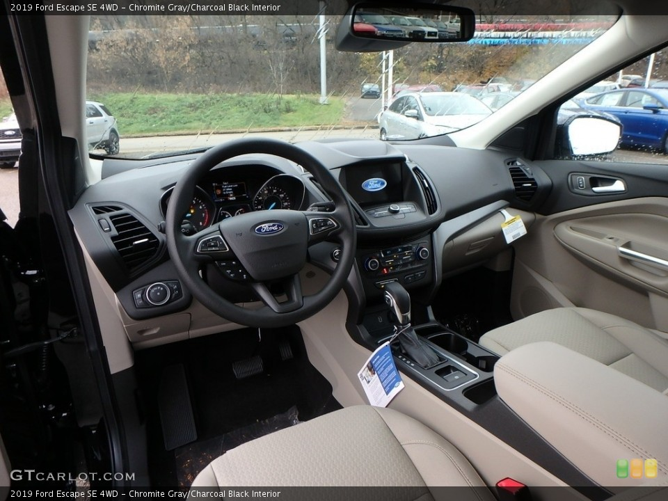 Chromite Gray/Charcoal Black Interior Photo for the 2019 Ford Escape SE 4WD #130426448