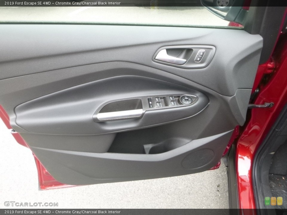 Chromite Gray/Charcoal Black Interior Door Panel for the 2019 Ford Escape SE 4WD #133769043