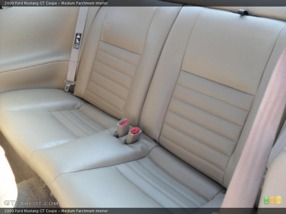 Medium Parchment Interior Photo for the 2000 Ford Mustang GT Coupe #33565851
