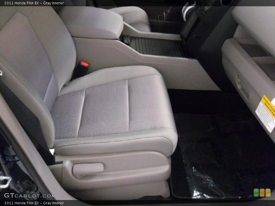 Gray Interior Photo for the 2011 Honda Pilot EX #38348714