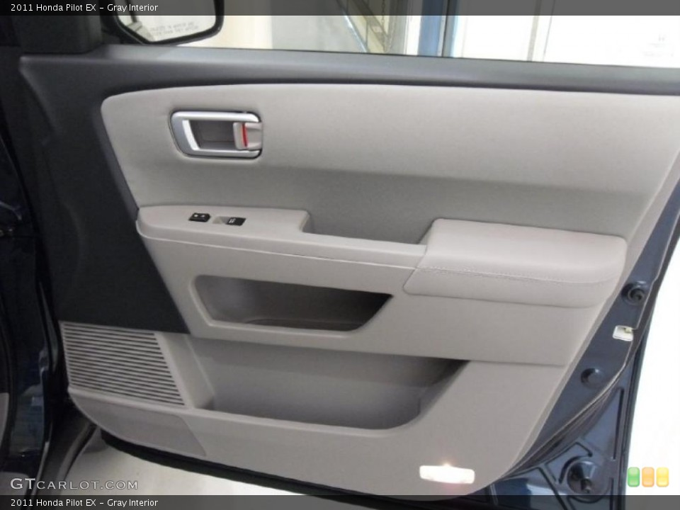 Gray Interior Photo for the 2011 Honda Pilot EX #38348762