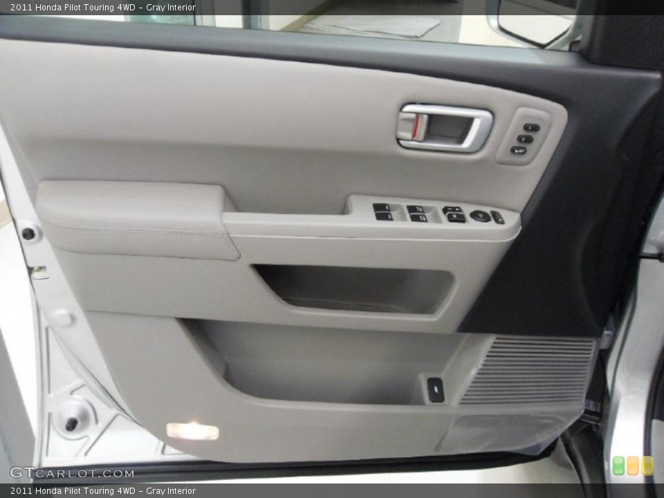 Gray Interior Photo for the 2011 Honda Pilot Touring 4WD #38352126