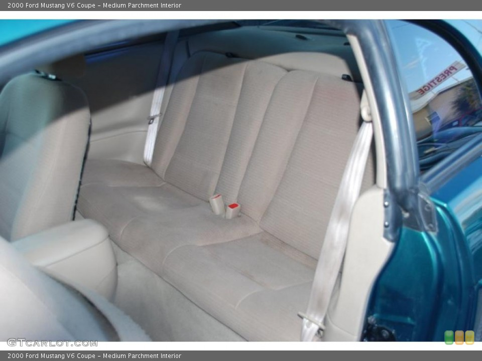 Medium Parchment Interior Photo for the 2000 Ford Mustang V6 Coupe #43166521
