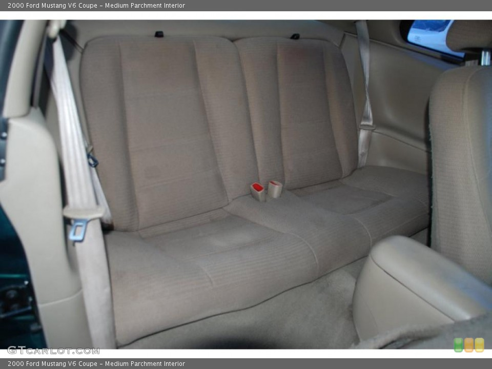 Medium Parchment Interior Photo for the 2000 Ford Mustang V6 Coupe #43166533