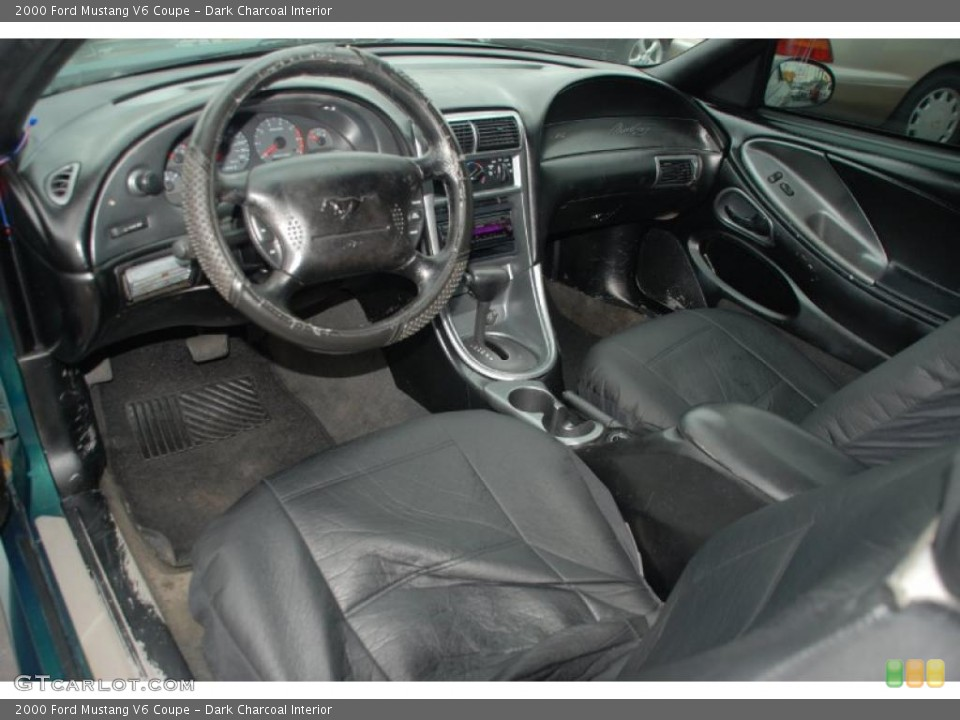 Dark Charcoal Interior Photo for the 2000 Ford Mustang V6 Coupe #44666803
