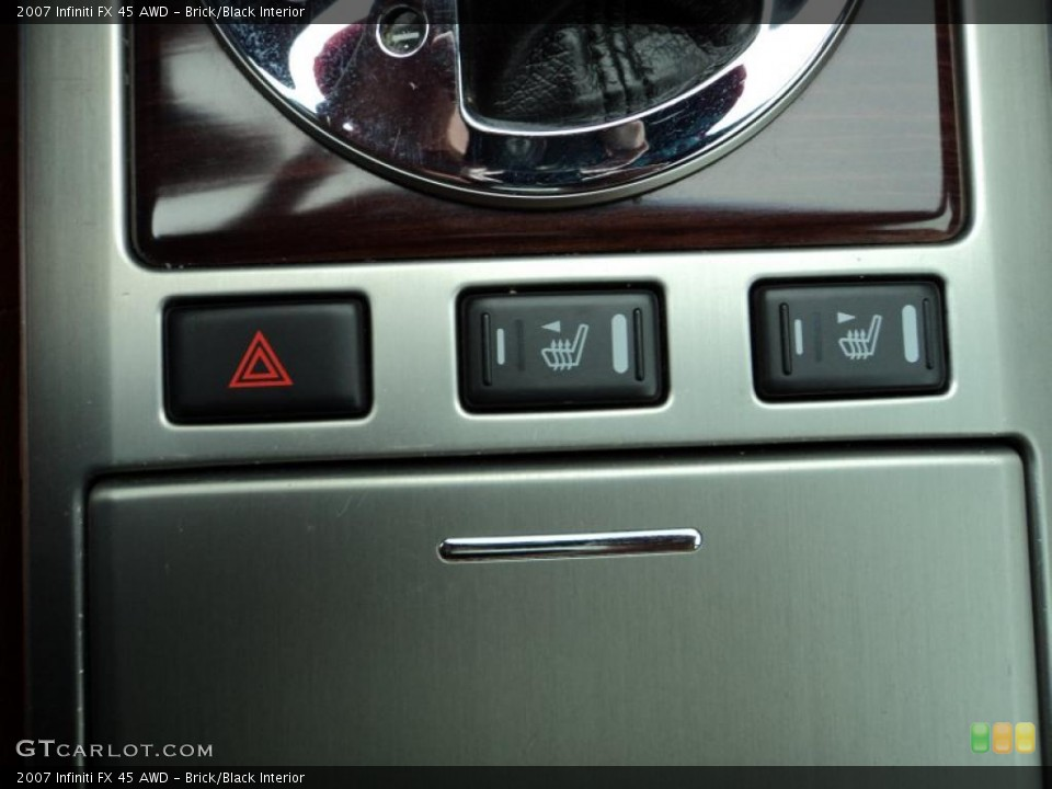 Brick/Black Interior Controls for the 2007 Infiniti FX 45 AWD #47300114