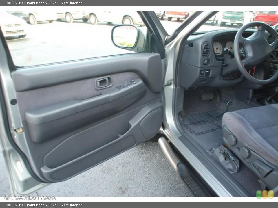 2000 pathfinder interior