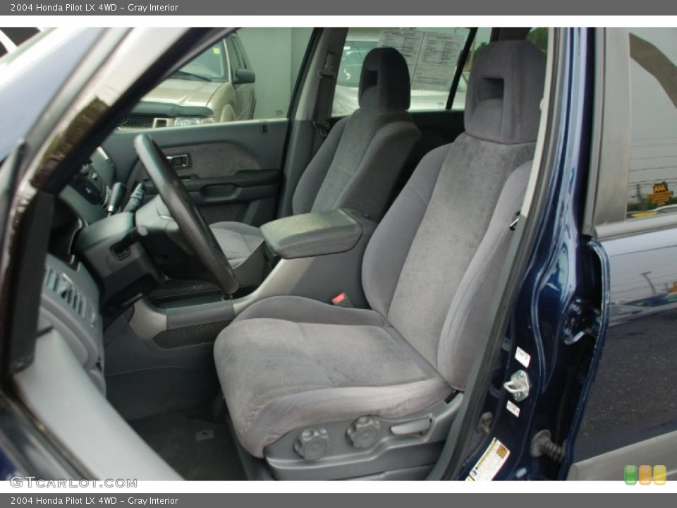 Gray Interior Photo for the 2004 Honda Pilot LX 4WD #50327868