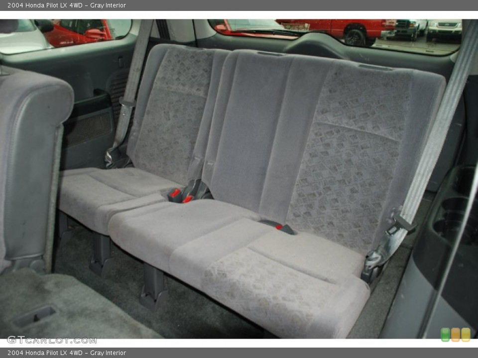 Gray Interior Photo for the 2004 Honda Pilot LX 4WD #50327919