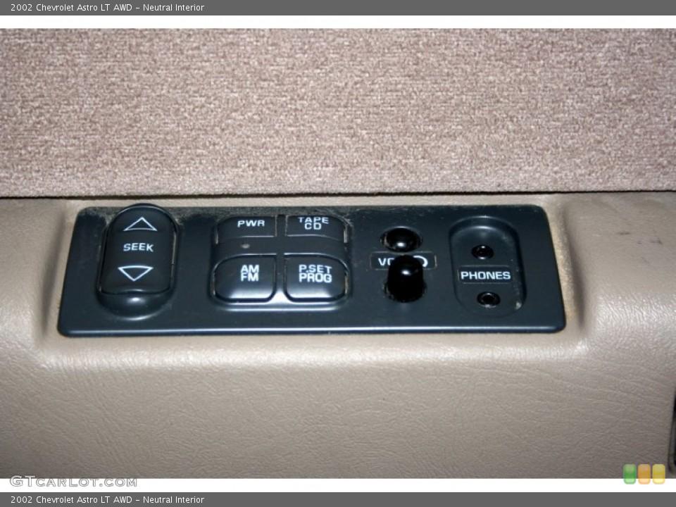Neutral Interior Controls for the 2002 Chevrolet Astro LT AWD #51082628