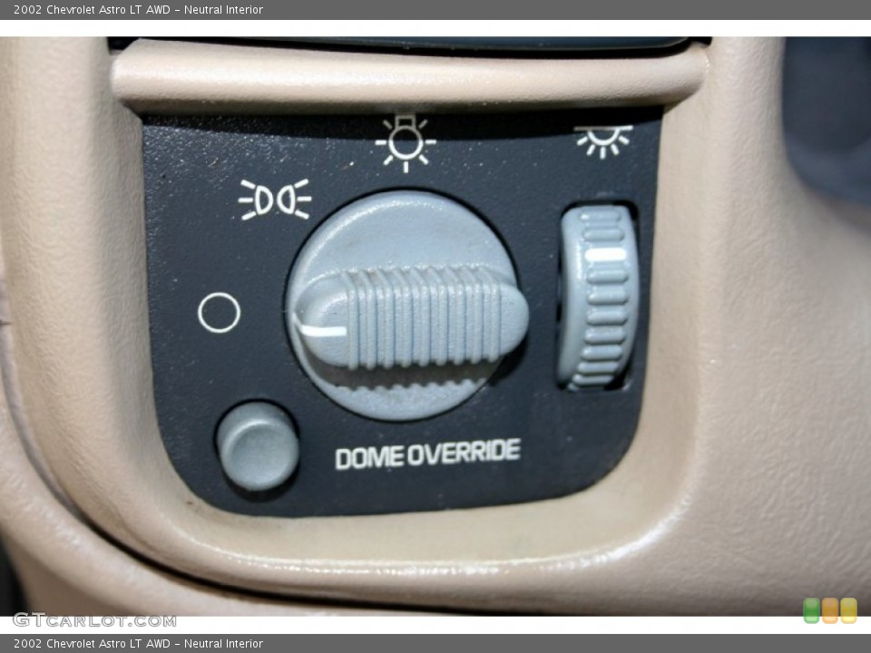 Neutral Interior Controls for the 2002 Chevrolet Astro LT AWD #51082754