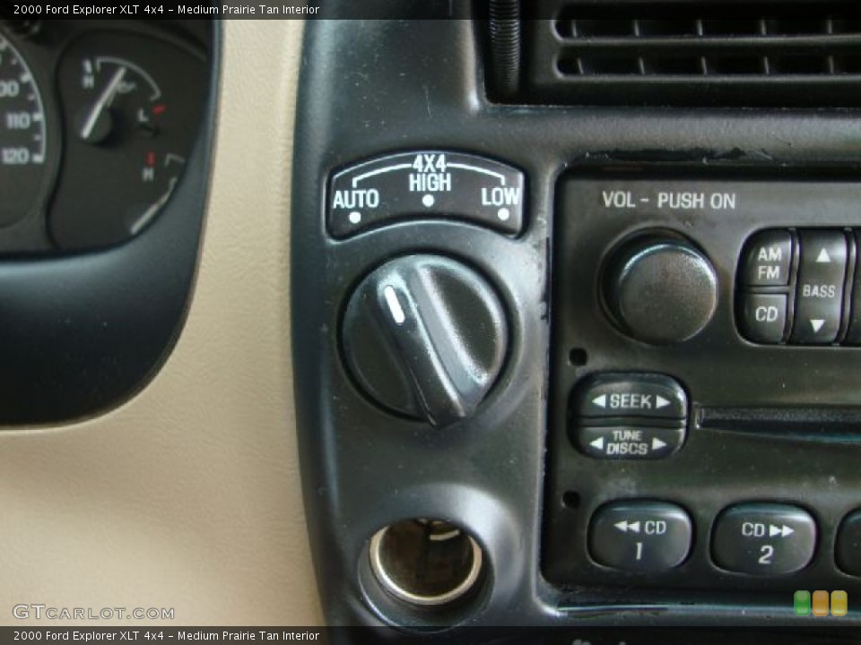 Medium Prairie Tan Interior Controls for the 2000 Ford Explorer XLT 4x4 #51619801