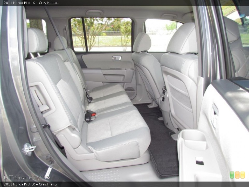 Gray Interior Photo for the 2011 Honda Pilot LX #55027536