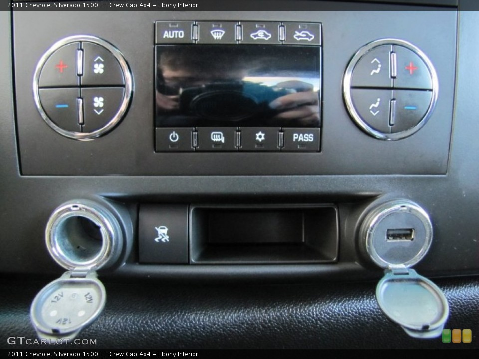 Ebony Interior Controls for the 2011 Chevrolet Silverado 1500 LT Crew Cab 4x4 #60367641