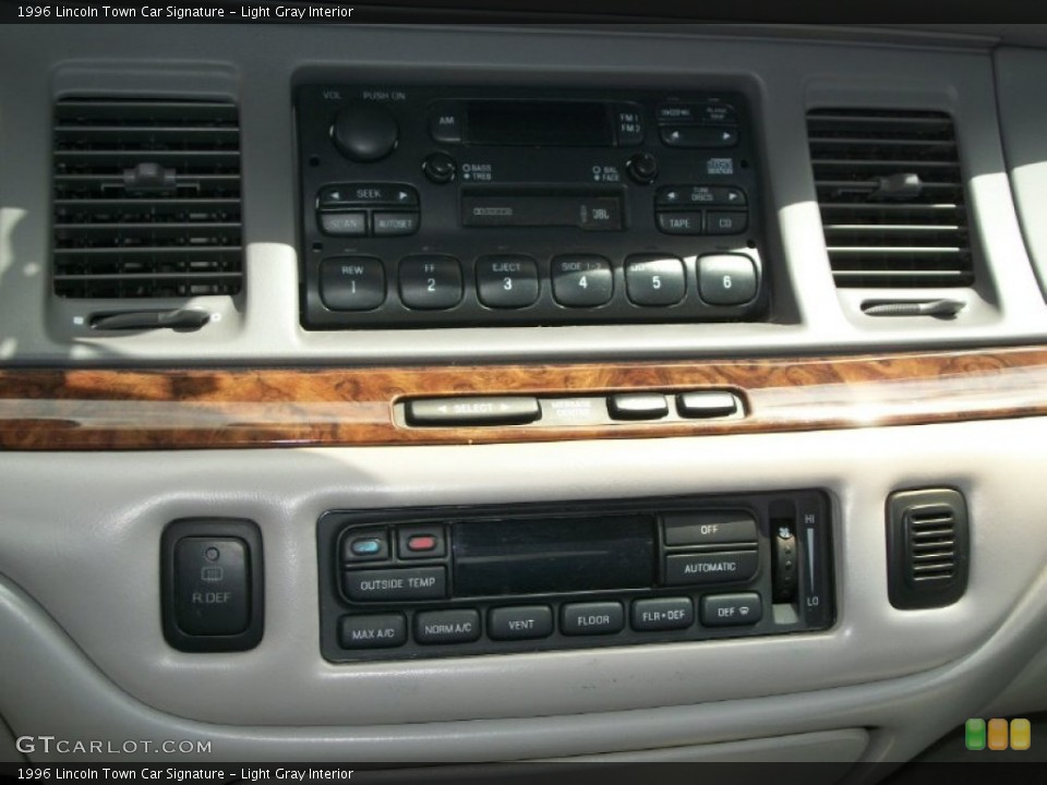 Light Gray Interior Controls for the 1996 Lincoln Town Car Signature #66832589
