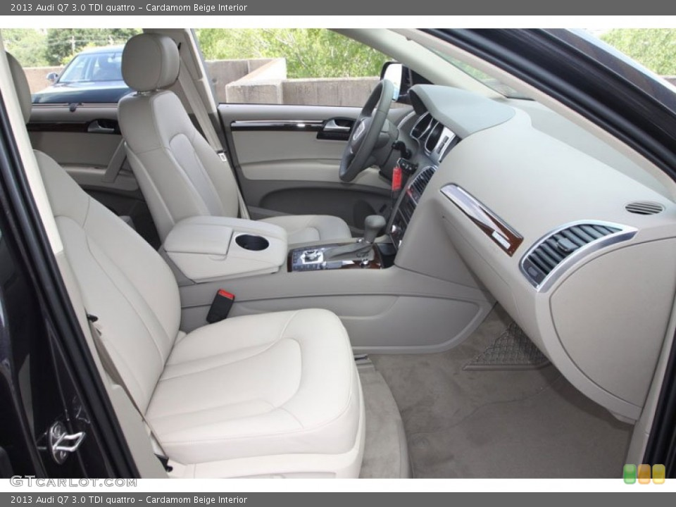 Prime Interior photos of the 2013 Audi Q7 in Cardamom Beige