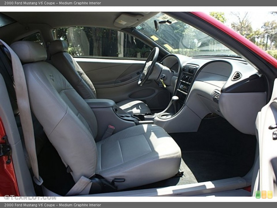 Medium Graphite Interior Photo for the 2000 Ford Mustang V6 Coupe #68778764