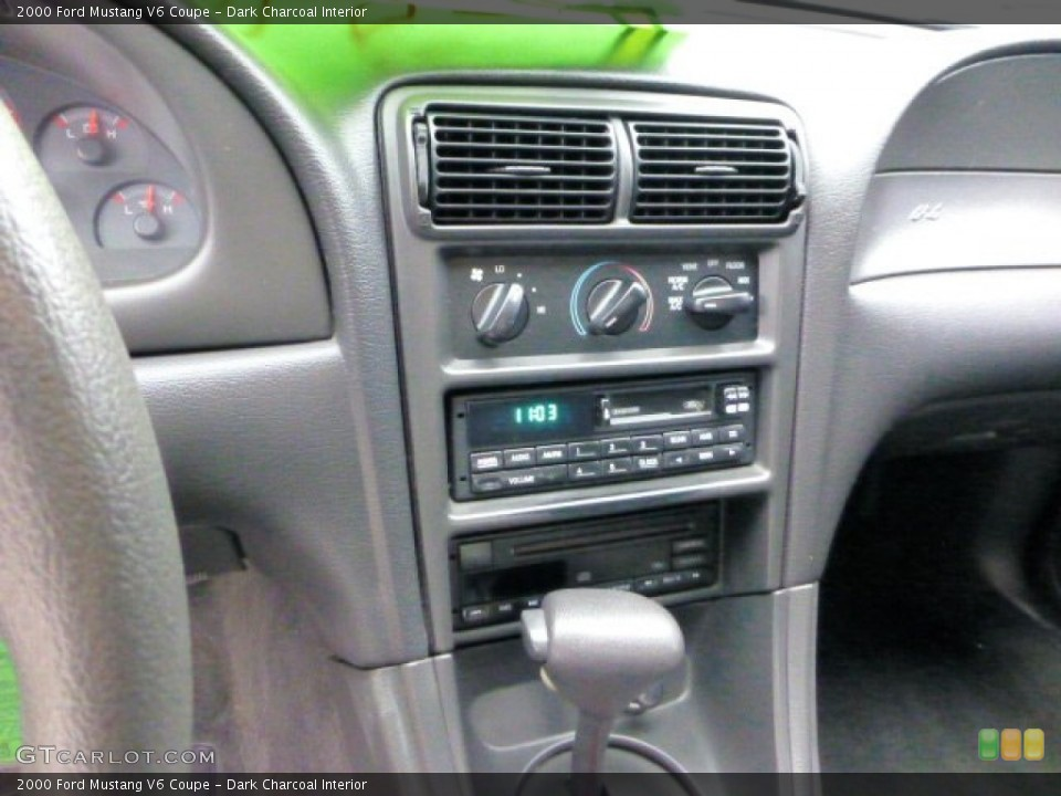 Dark Charcoal Interior Controls for the 2000 Ford Mustang V6 Coupe #69558438