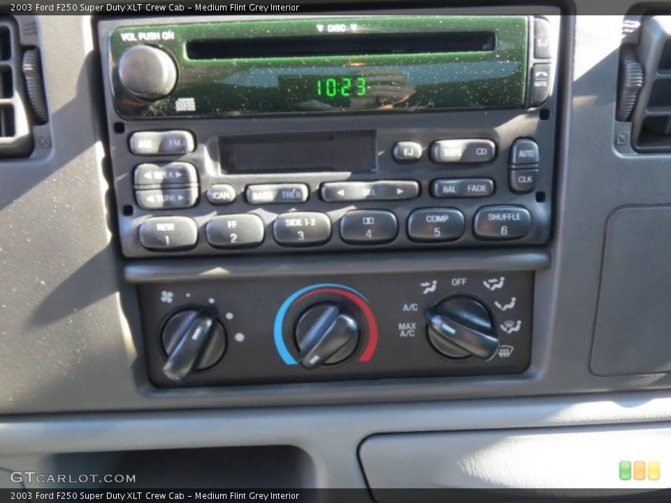 Medium Flint Grey Interior Controls for the 2003 Ford F250 Super Duty XLT Crew Cab #72977658