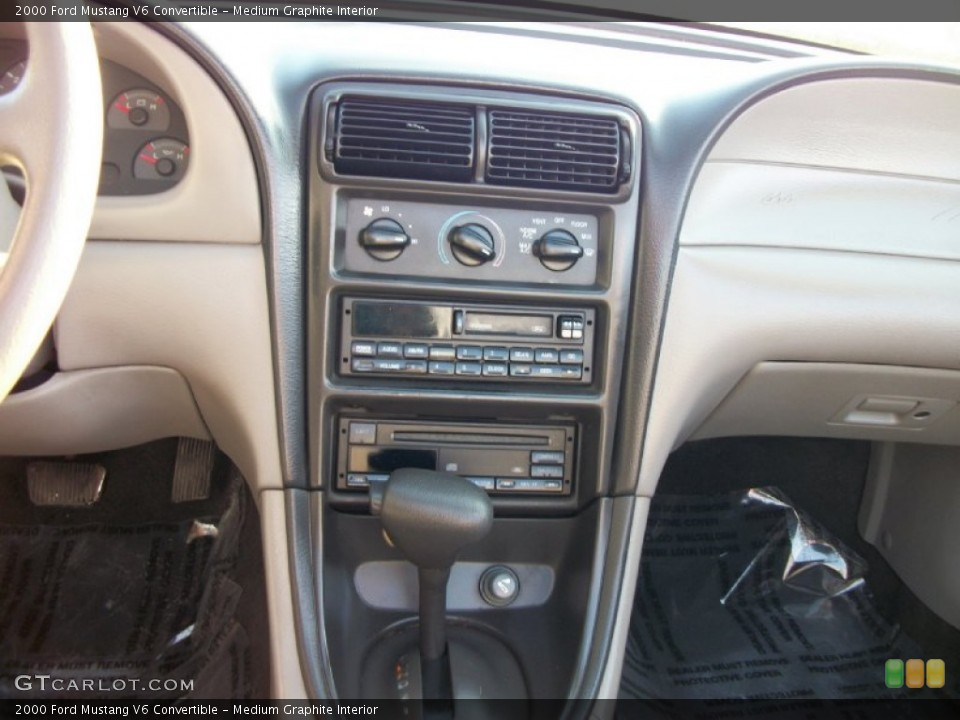 Medium Graphite Interior Controls for the 2000 Ford Mustang V6 Convertible #75358014