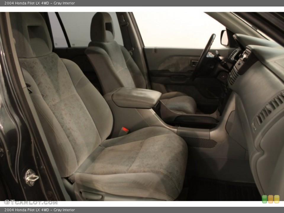 Gray Interior Photo for the 2004 Honda Pilot LX 4WD #75535791