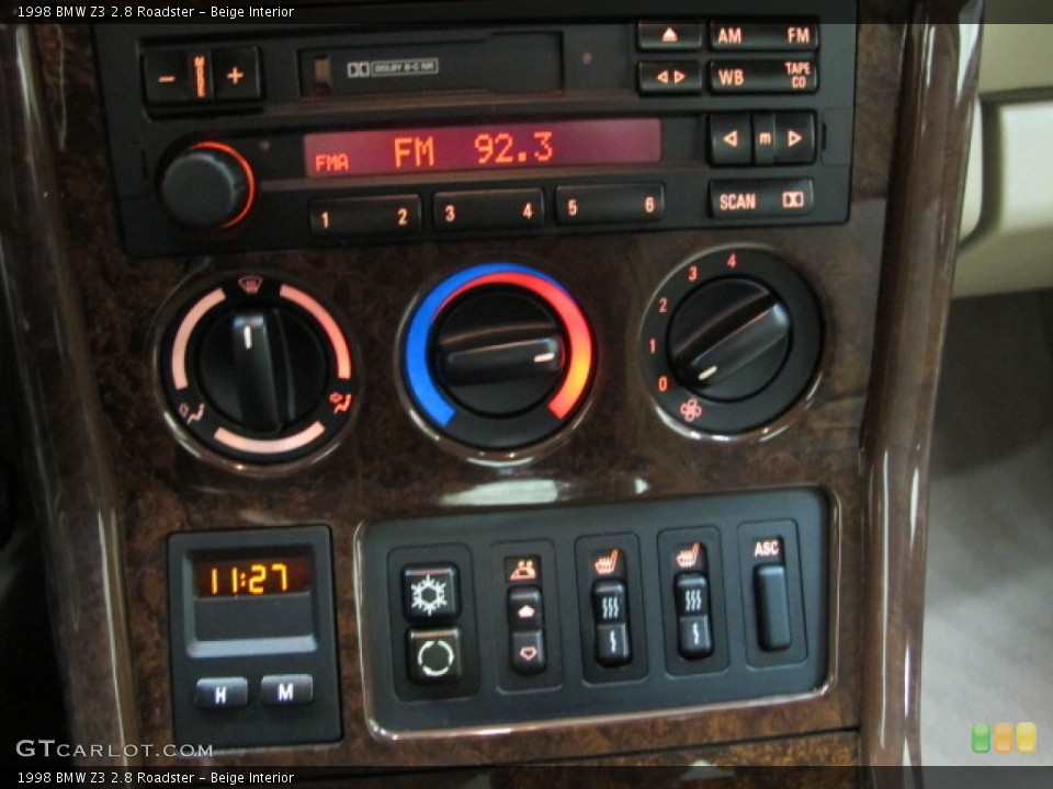 Beige Interior Controls for the 1998 BMW Z3 2.8 Roadster #78475860
