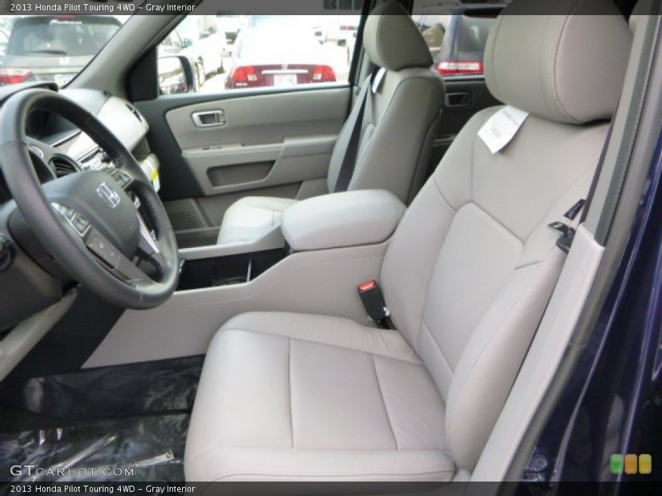 Gray Interior Photo for the 2013 Honda Pilot Touring 4WD #83753386