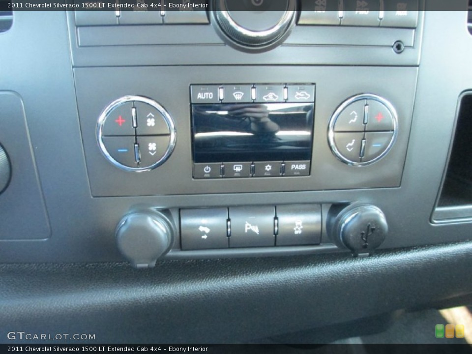 Ebony Interior Controls for the 2011 Chevrolet Silverado 1500 LT Extended Cab 4x4 #87491384