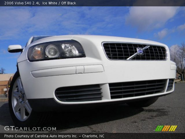 2006 Volvo S40 2.4i in Ice White