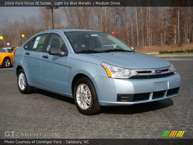 Light Ice Blue Metallic 2009 Ford Focus Se Sedan Medium Stone Interior