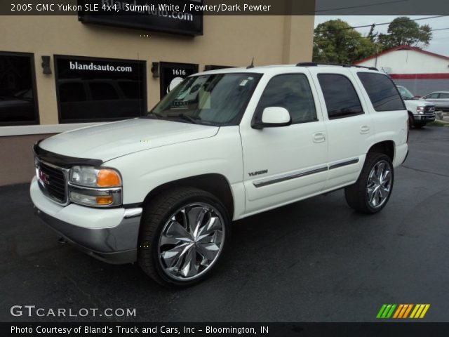 2005 GMC Yukon SLE 4x4 in Summit White