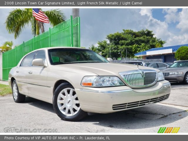 2008 Lincoln Town Car Signature Limited in Light French Silk Metallic