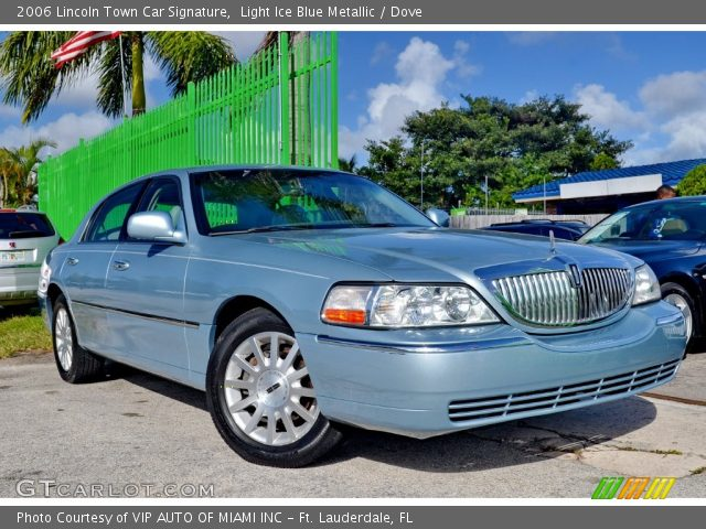 2006 Lincoln Town Car Signature in Light Ice Blue Metallic