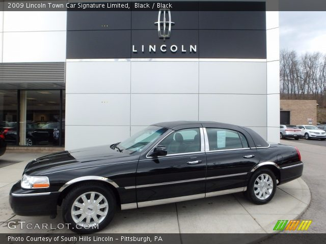 2009 Lincoln Town Car Signature Limited in Black