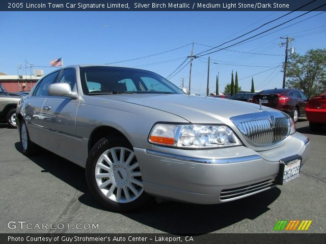2005 Lincoln Town Car Signature Limited in Silver Birch Metallic