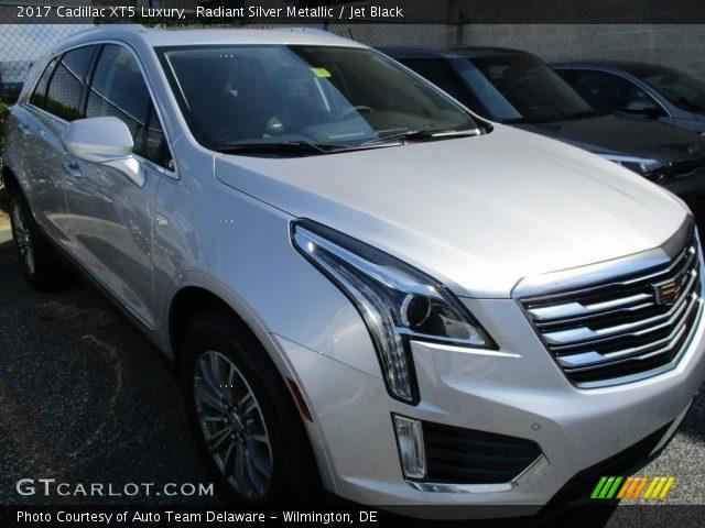2017 Cadillac XT5 Luxury in Radiant Silver Metallic
