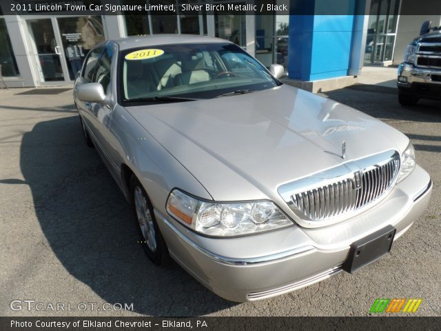2011 Lincoln Town Car Signature Limited in Silver Birch Metallic