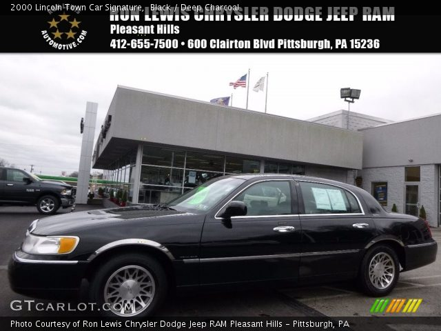 2000 Lincoln Town Car Signature in Black