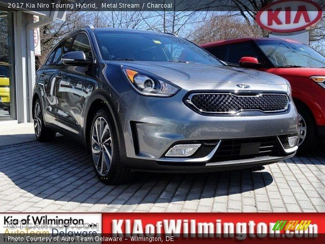 2017 Kia Niro Touring Hybrid in Metal Stream
