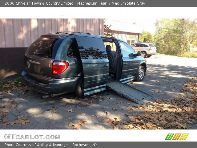 2006 Chrysler Town & Country Limited in Magnesium Pearl