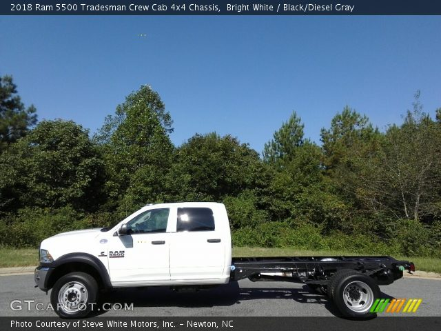 2018 Ram 5500 Tradesman Crew Cab 4x4 Chassis in Bright White