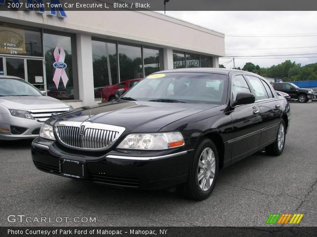 black 2007 lincoln town car executive l black interior. Black Bedroom Furniture Sets. Home Design Ideas