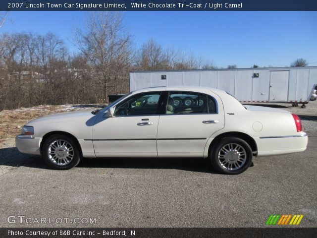 2007 Lincoln Town Car Signature Limited in White Chocolate Tri-Coat